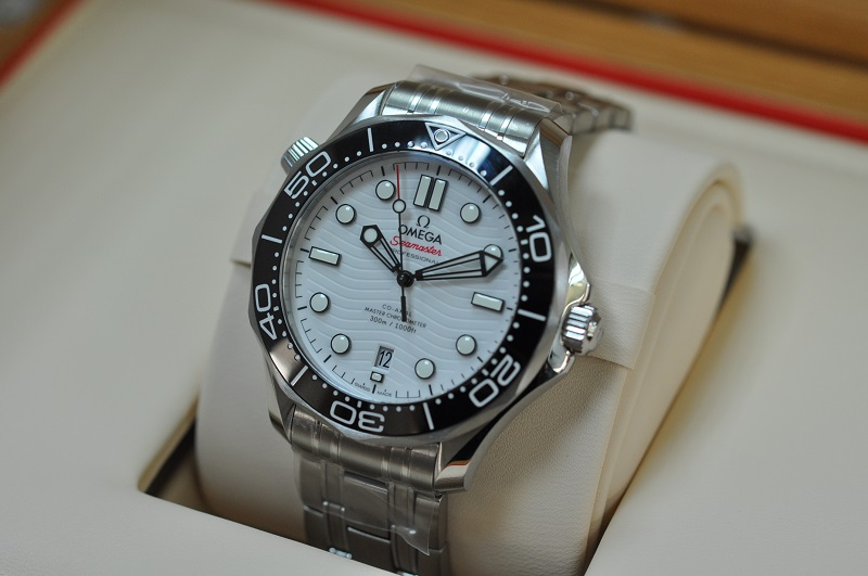 New Seamasater Diver Co-Axial  (White)