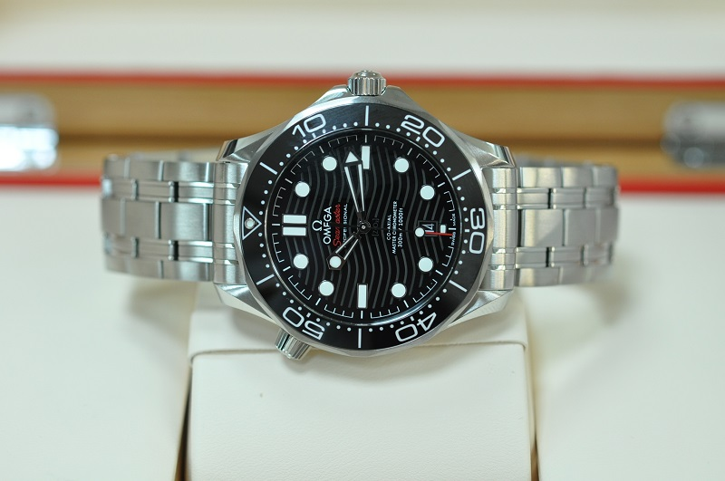 New Seamaster Diver Co-Axial (Black)
